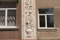 Ліплене оздоблення фасаду