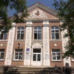 Школа у Коропці. Головний портал