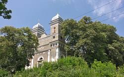 Вид на храм з нижньої тераси