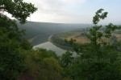 Вид со склона выше водопадов