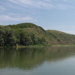 Скелі - відслонення на березі Дністра (с.Луг, Івано-Франківська обл.)