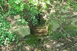 Перше джерело неподалік від туристичної стоянки у Незвиську