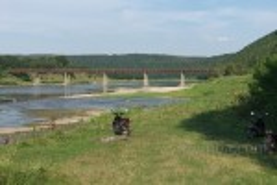 Міст між селами Незвисько та Лука