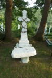 Хрест з кам'яним столиком
