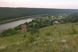 Панорама села Раковець із замком