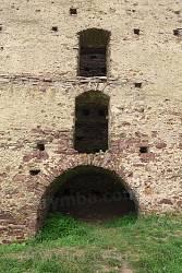Арковий вхід багатоярусної вежі