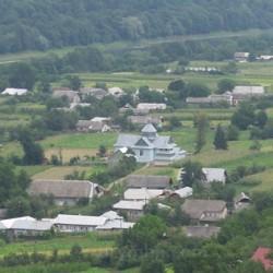 Село Раковець. У центрі - церква св. Дмитрія