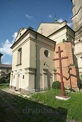 Фасад Костелу Пресвятої Трійці