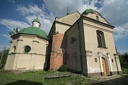 Троїцький костел в Олесько. Фасад та бічна каплиця