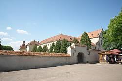 Стены и ворота монастыря капуцинов