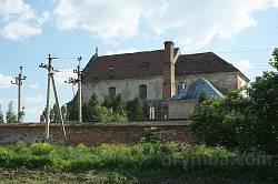 Бічний фасад костелу капуцинів