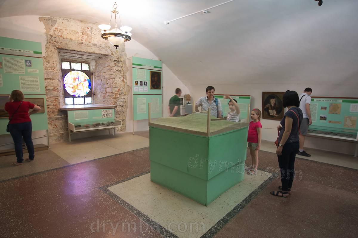 Зал нижнего этажа. История Олеська и замка