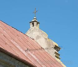 Оздоблення та хрест на даху костелу