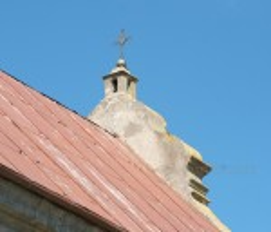 Отделка и крест на крыше костела