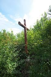 Хрест на території цвинтаря