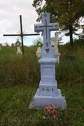 Старий надгробок з символами