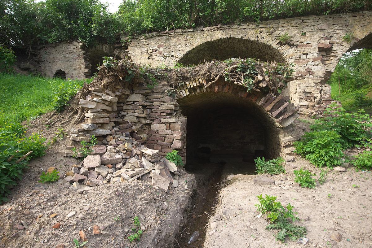 Пещерка с источником