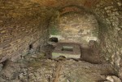 Внутри пещерки
