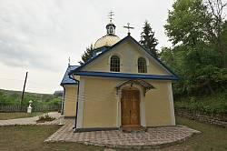 Касперівці. Фасад церкви Успіння Пресвятої Богородиці