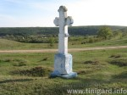Хрест у полі поблизу Мишкова