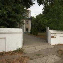 Ворота на територію храму
