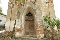 Портал і дерев'яні двері