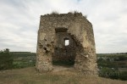 Пролом в стене южной башни