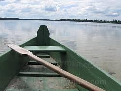 Лодка на мелководье