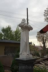 Фигура святого на территории