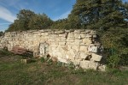 Остатки старых стен