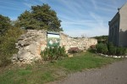 Стены бывшего замка и монастыря
