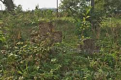 Старинные захоронения на церковной территории
