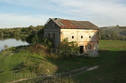 Руины водяной мельницы в Гологорах