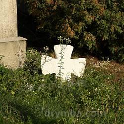 Старий хрест біля каплички