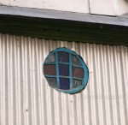 Віконце у вівтарній частині