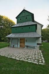 Фасад храму з дерев'яною надбудовою