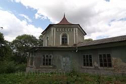 Колишня замкова башта, прибудована до палацу