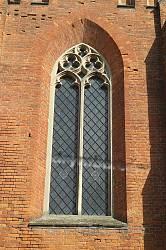 Велике вікно у бічному фасаді
