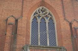 Велике вікно на фасаді
