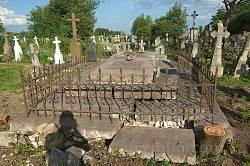 Могила визначного жителя Озерян
