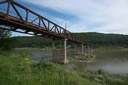 Мост Незвиско - Лука. Вид с левого берега Днестра