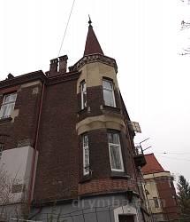 Декоративна вежа на куті