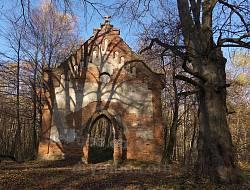 Костел у Гутиську. Фасад
