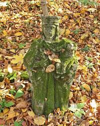 Цвинтар колишнього села Гутисько. Фіґура святого