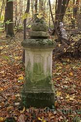 Восьмигранна основа пам'ятника