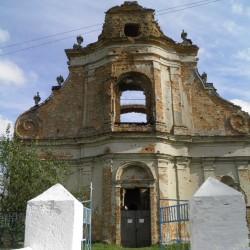 Новий Загорів. Костел (церква Різдва Богородиці). Головний фасад