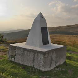 Пам'ятник радянським партизанам-десантникам на Полонині Рівній