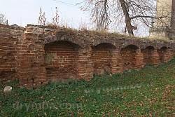 Ніші у старому мурі