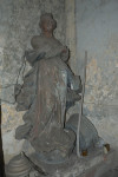 Скульптура, украшавшая раньше фасад храма