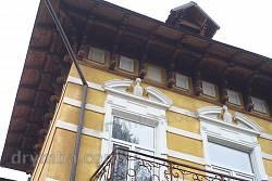 Різьблені дерев'яні опори даху